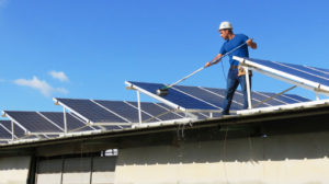 Reinigung Solaranlage - 479427388 300x168