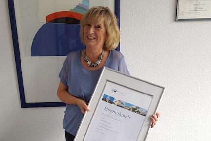 30-jähriges Dienstjubiläum Frau Hannelore Tritt - uc3KbHgnDxaz